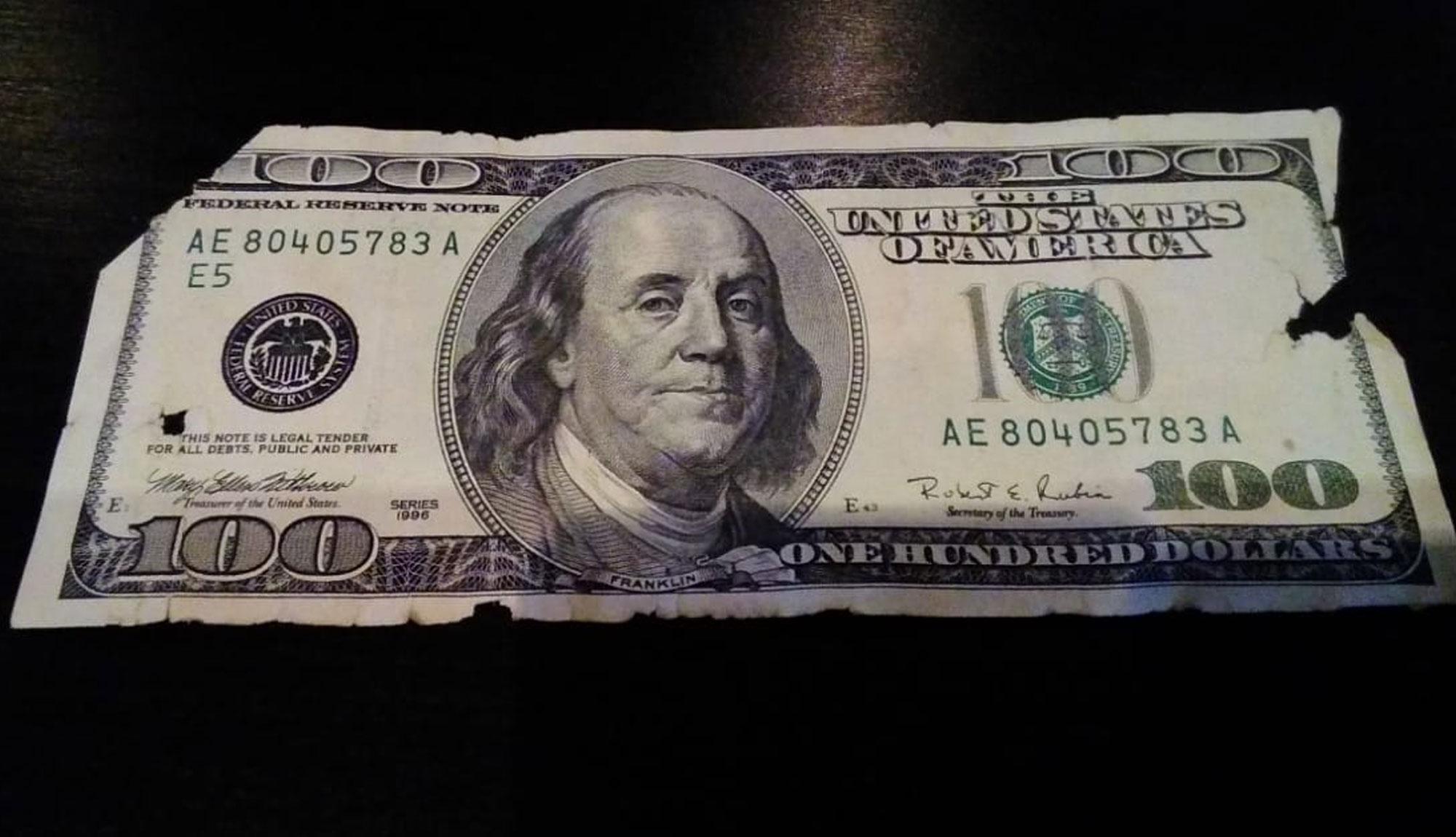 Как обменять рваные поврежденные деньги?